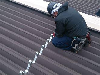 木更津市|大型倉庫の折板屋根カバー工法の経過です