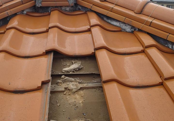 富津市大田和にて強風による瓦屋根の飛散、雨漏りがひどいため屋根点検を実施