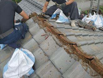 野田市船形で棟取り直し工事を実施、葺き土を解体・撤去します