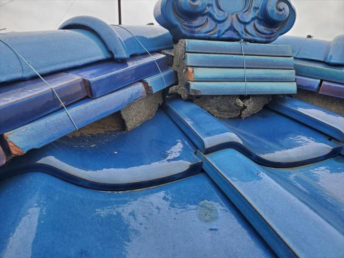 鬼瓦の下の漆喰の劣化