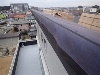 片流れ屋根の防水紙敷設