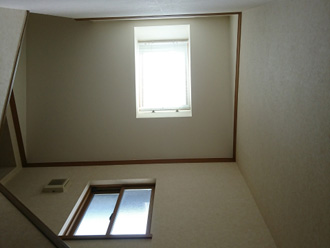 階段の上に設けられた天窓