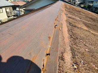 棟板金の釘浮きは固定する力が低下しています