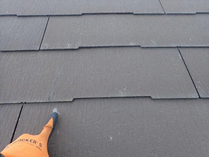 船橋市西習志野で行った化粧スレート屋根調査でひび割れを発見