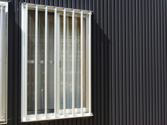 格子の付けられた窓