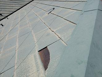 雨漏りに繋がるスレートの割れを発見