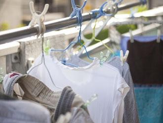 所狭しと並ぶベランダの洗濯物
