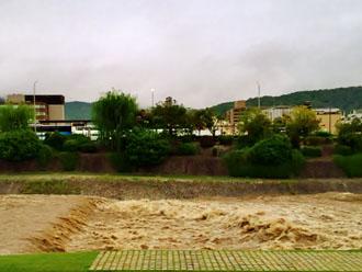 台風後の水路