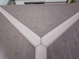 柏市加賀で行ったスレート屋根調査で経年劣化により塗膜が剥がれています