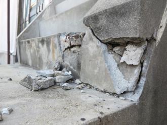 地震で崩れた鉄筋コンクリート