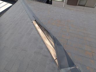 強風で変形した棟板金