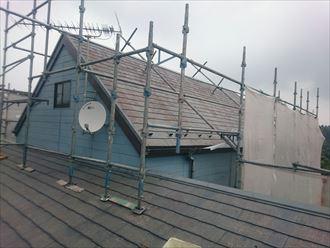 千葉市緑区のS様邸の屋根塗装工事の下塗り開始です