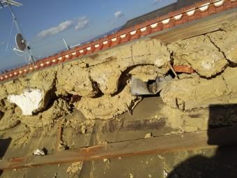 土葺きからの屋根葺き替え工事 棟部分の解体
