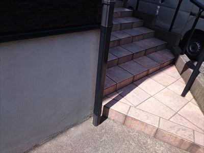 松戸市|ひび割れからの漏水を雨樋交換工事(竪樋)で改善