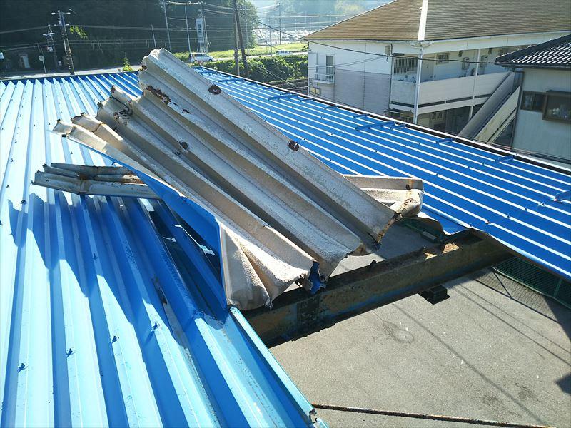 台風被害による倉庫折板屋根の剥がれ|君津市