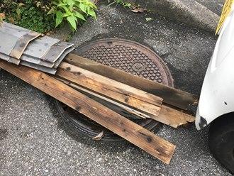 腐食している貫板の撤去