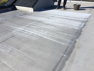 下塗り実施、乾燥すると透明になります
