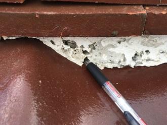 棟瓦の漆喰が剝離