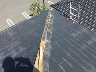 スレート屋根の棟板金調査、飛散