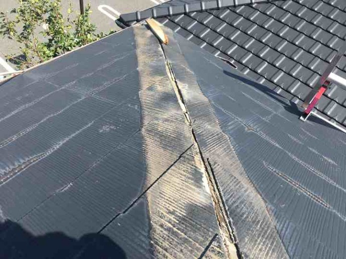 棟板金の飛散確認、雨漏りを引き起こす可能性