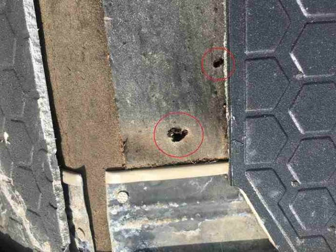 貫板の釘穴からの雨漏りの可能性