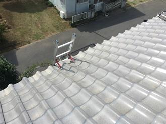 瓦屋根は滑るので登らないで下さい