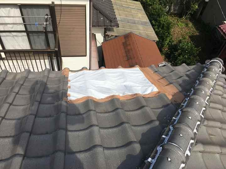 富津市二間塚にて台風15号で瓦屋根の被害、養生をされていました
