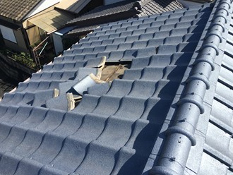市原市大厩にてセメント瓦の台風被害、防水紙が切れてしまって雨漏り発生