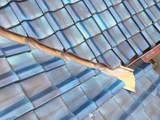 瓦屋根の雨漏りを調査、谷板金調査