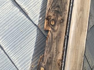 棟板金を固定する貫板が腐食