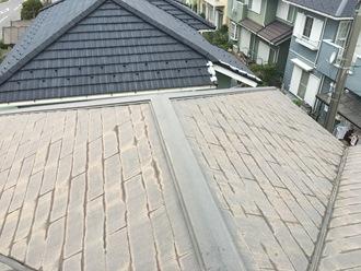 スレート屋根の調査実施、棟板金が飛散