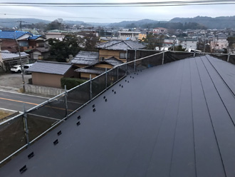 屋根カバー工法を施工されたスレート屋根