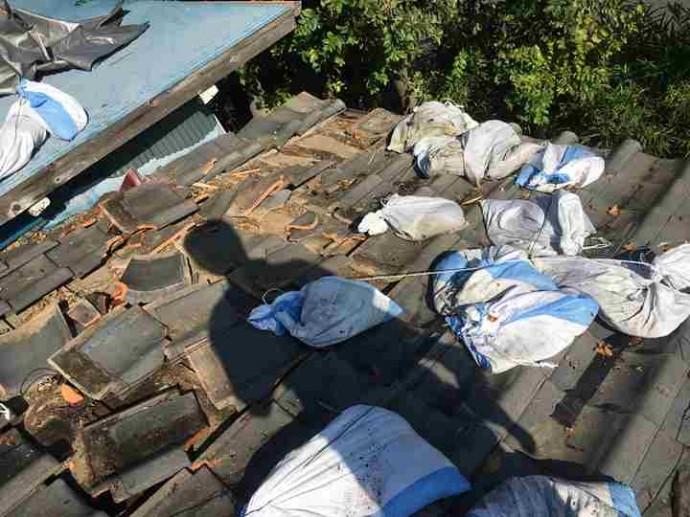 日本瓦の捲れから雨漏り発生