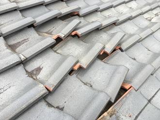 瓦屋根のズレ調査、割れはありませんでした