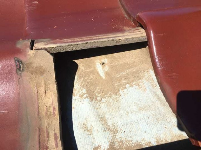 瓦屋根の下地、防水紙の経年劣化
