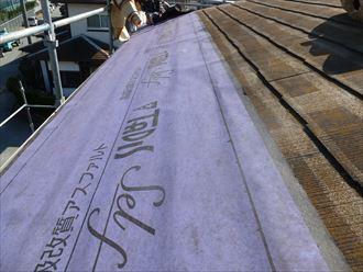 屋根カバー工法施工中