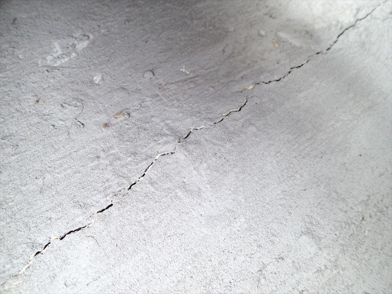 ベランダ防水に亀裂、新規防水工事で雨漏り防止|富津市