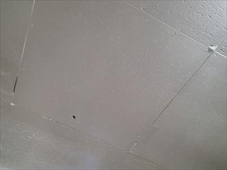 君津市の折板屋根雨漏り補修箇所の劣化不適切な施工