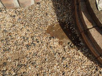 雨樋から雨水の流れ、原因は雨樋の割れ|市原市