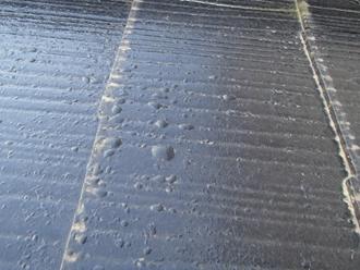 スレート屋根の気泡、濡れた状態で塗装の可能性