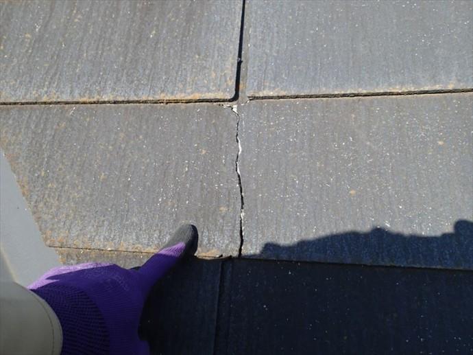 市原市 屋根材のひび割れ