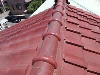 小豆色の瓦屋根