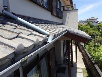 下屋の瓦屋根