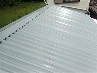 倉庫小波スレートの屋根、ガルバリウム鋼鈑で屋根カバー工事で雨漏り修理 印旛郡