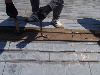 既存の貫板の撤去作業