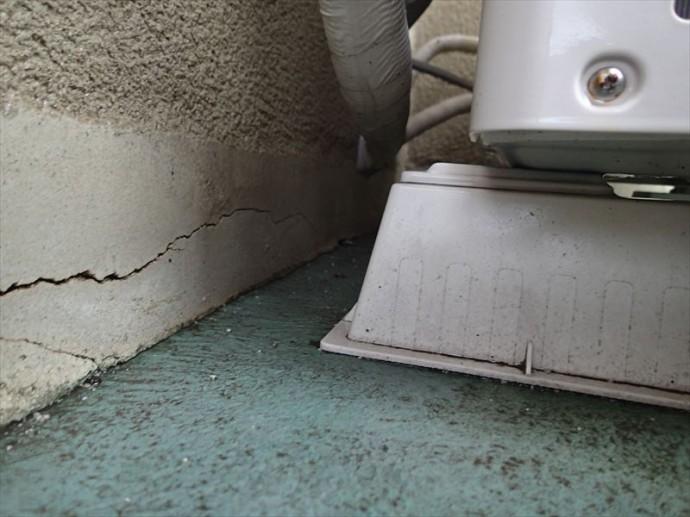 市原市 床と外壁の接合部分の問題点