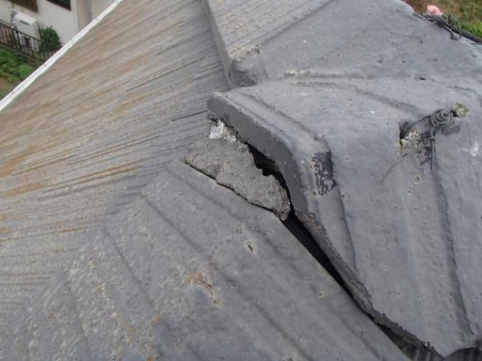 棟瓦の経年劣化、雨漏り注意