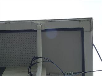 君津市の雨水の排水不良、原因は雨樋の接着・傾斜不良