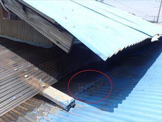 トタンの隙間から雨水の浸入