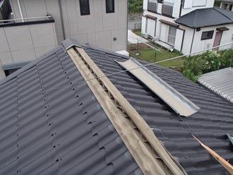 強風の影響で棟板金の飛散